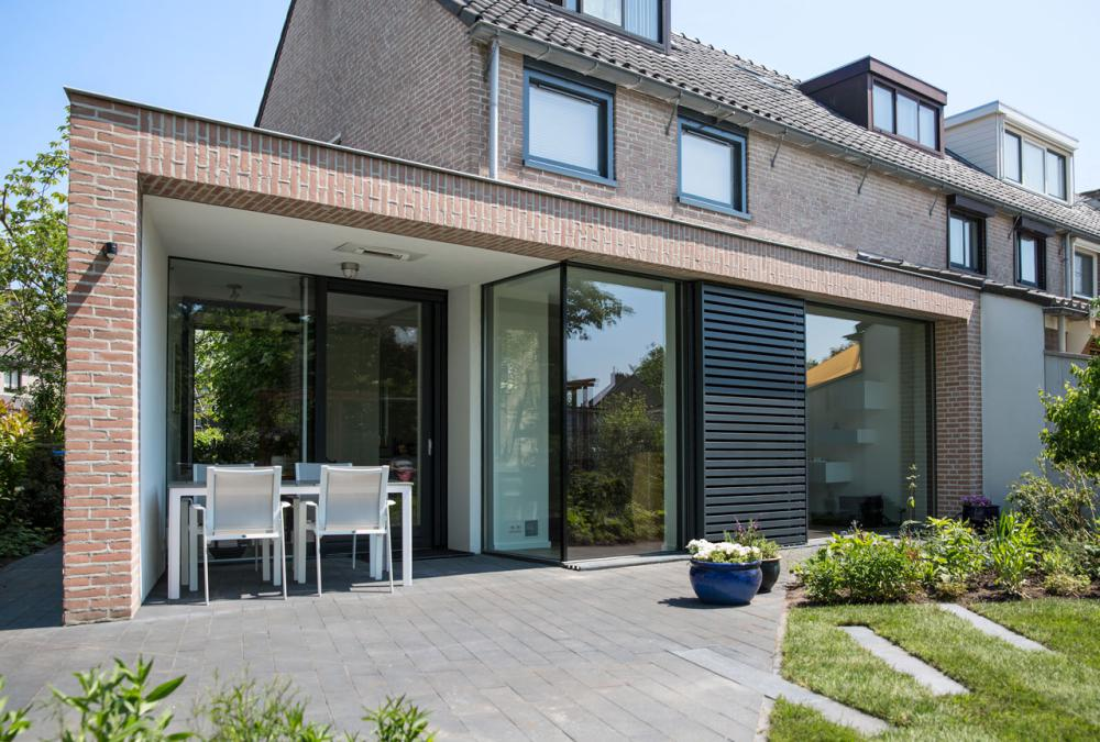 Verbouwing jaren 80 woning in huizen lab s - Moderne uitbreiding huis ...