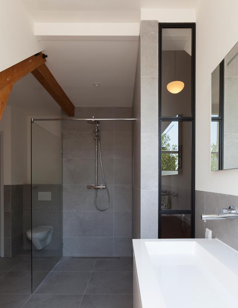 Nieuwe badkamer utrecht beste idee n over houten tegels in de badkamers op goede badkamer - Doucheruimte idee ...